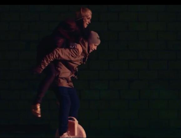 Популярная певица Венгрия упал в влюбленность с Coldplay новый элемент колесо электрический автомобиль AirwheelX3