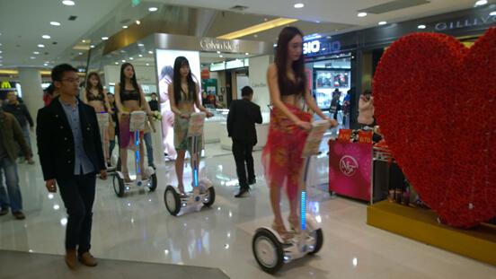 Göttin! Bademode! Balance-Auto! Wanda laden Ihre Freundinnen eine neue Ära!